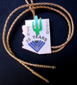 STATE OF ARIZONA 25 YEAR COMMEMORATIVE BOLO W GOLDTONE TIPS
